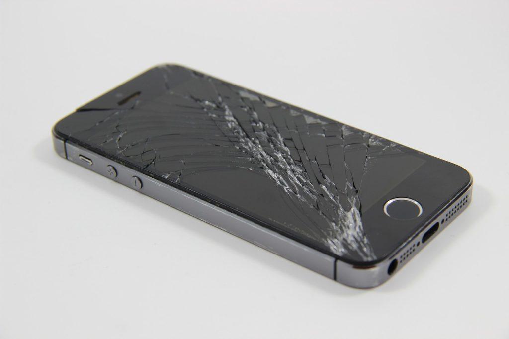 iPhoneの画面割れ|ソフトバンクで2年以上使ってるなら機種変更がオススメ!修理か機種変更どっちがいい?